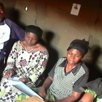 Supervision à la maison d'écoute de Kyavinyonge.
